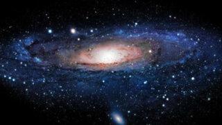 Si doblas un papel 103 veces ¿será más grueso que el universo?