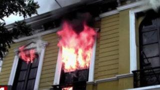 Centro de Lima: incendio destruyó casona en Paseo Colón