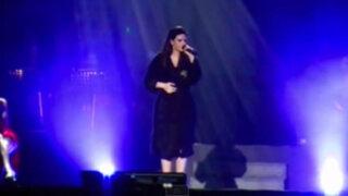 VIDEO: Laura Pausini dejó ver partes íntimas durante su concierto en Lima