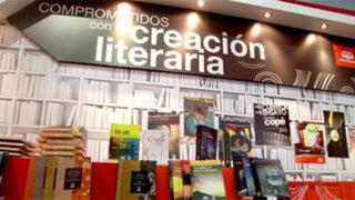 Luis Hernández y los ganadores del Premio Copé 2013 en la Feria del Libro