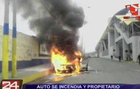 Un vehículo se incendió frente a estación de tren eléctrico en SJL