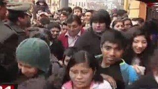 Desfile Militar: peruanos invaden tribunas y causan alboroto en Plaza Bolognesi