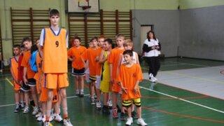 Robert Bobroczky, el adolescente rumano que mide más de 2,23 metros