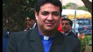 Sacerdote chileno declara que está muy contento pues será padre de gemelos
