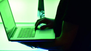 EEUU: ofrecen 3 millones de dólares para capturar a hacker ruso