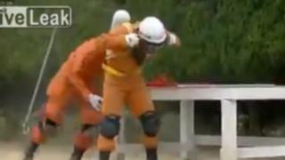 Rescatistas japoneses muestran sus habilidades en tiempo récord