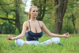 FOTOS: Jordan Carver, la bella alemana que ostenta el título de la 'diosa del yoga'