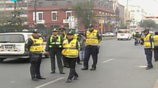 Policía realizó operativos contra taxis colectivos en el Centro de Lima