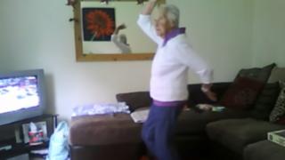 VIDEO: abuelita 'dubstep' sorprende con original baile a sus 78 años