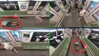 China: cámaras captan insólita reacción de pasajeros al ver un hombre desmayado