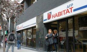 Ministro Castilla evitó pronunciarse sobre aportes de independientes a las AFP
