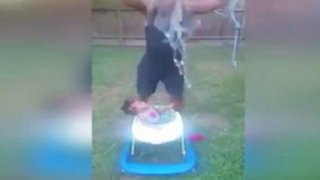 EEUU: critican a abuelo por usar a nieta de 10 meses en reto del 'Ice Bucket Challenge'