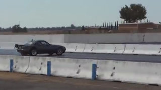 VIDEO: sujeto realiza increíble maniobra para evitar fatal accidente
