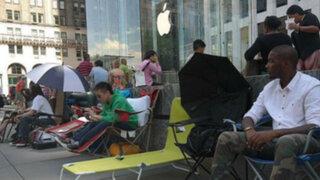 Japoneses esperan el nuevo iPhone 6 acampando cerca de tiendas Apple