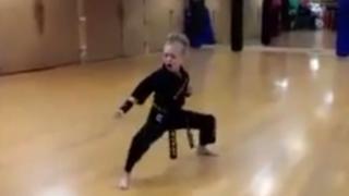 VIDEO: niña sorprende con su intenso estilo de practicar karate