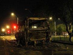 Chile: manifestantes queman autos y se enfrentan a la policía en Santiago