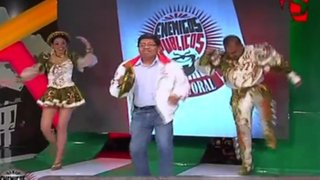 Edgar Arhuata: candidato a Comas baila a ritmo de Saya