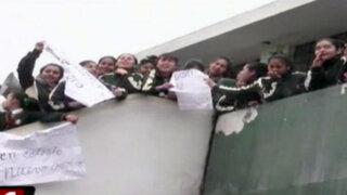 Rímac: alumnas y maestros protestan por colegio en ruinas