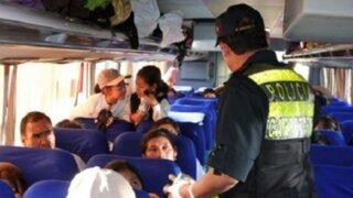 Delincuentes asaltan a pasajeros de minivan en Arequipa