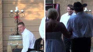 Hombre en silla de ruedas aprendió a caminar para sorprender a su novia