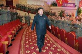 Presidente norcoreano Kim Jong-un operado por usar zapatos con plataforma