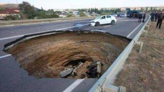 Seis muertos tras caída de vehículo a un cráter gigantesco en Crimea