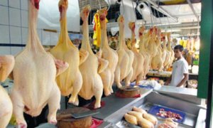 El kilo de pollo ya se vende a ocho soles en algunos mercados
