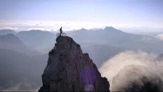 Ciclista realizó impresionantes acrobacias en la isla escocesa de Skye