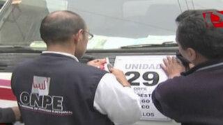 Distribuidores de material electoral protestan por retraso de la ONPE