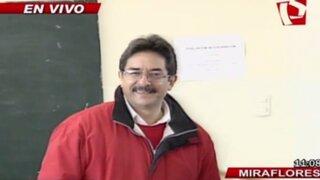 Candidato Enrique Cornejo emitió su voto en colegio de Miraflores