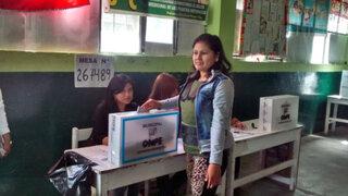 Chimbote: Fiorella Nolasco acude a votar con chaleco antibalas