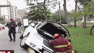 Joven en aparente estado de ebriedad causa accidente en San Borja