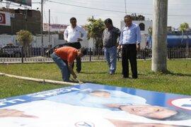 Exhortan a agrupaciones políticas a retirar paneles publicitarios de las calles