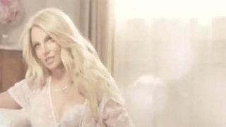 FOTOS: critican a Britney Spears por aparecer muy retocada en campaña publicitaria