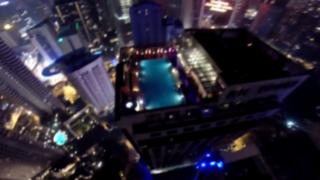 VIDEO: paracaidista te muestra como llegar con estilo a una fiesta