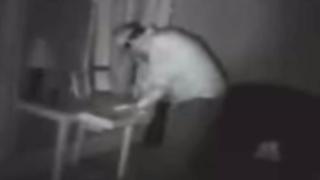VIDEO: ladrón se roba unos calzones y se los lleva puestos