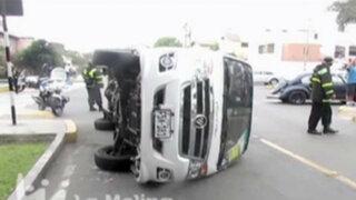 Choque de movilidad con auto deja 10 escolares heridos en La Molina