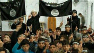 FOTOS: Estado Islámico muestra sus centros de adoctrinamiento para niños