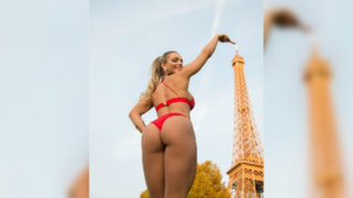 Miss Bum Bum causó polémica en París tras hacer topless frente a Torre Eiffel
