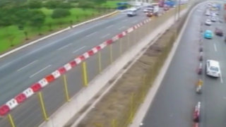 Instalan mallas en Vía Evitamiento para que personas usen puentes peatonales