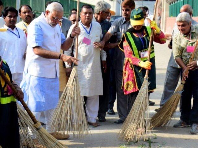 India: funcionario lanza campaña viral para limpiar las calles de su país