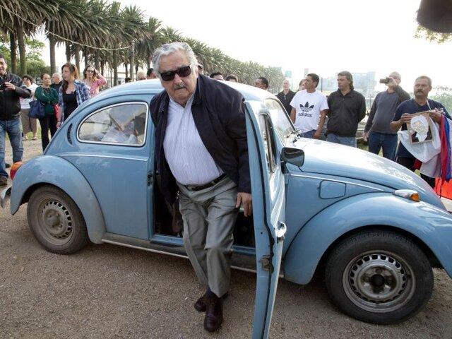 Uruguay: El presidente José Mujica fue a votar en su auto viejo