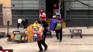 Damnificados de incendio en Plaza Dos de Mayo retiran sus pertenencias