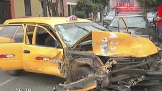 Cercado de Lima: taxista ebrio que huía de Serenazgo ocasionó aparatoso accidente
