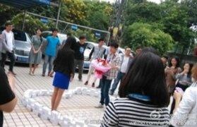 FOTOS: chino compra 99 iPhones para proponer matrimonio y lo rechazan