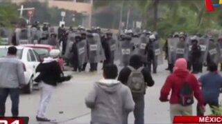 México: manifestantes se enfrentan a la policía por estudiantes desaparecidos