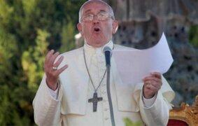 Papa Francisco reafirmó su posición en contra del aborto y la eutanasia