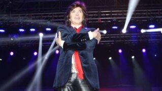 Intenso dolor en el tobillo le impidió terminar concierto a Camilo Sesto