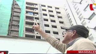 Magdalena: anciano denuncia que construcción de edificio perjudica su vivienda