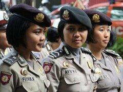 Exigen pruebas de virginidad a mujeres policías en Indonesia